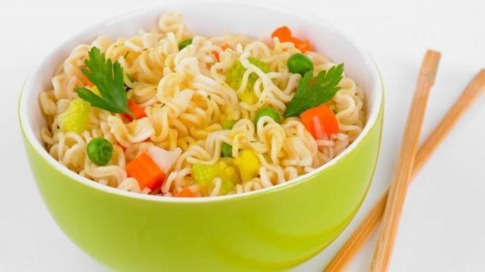 CARA Sehat Mengonsumsi Mi Instan, Biar Nutrisi dalam Tubuh Terpenuhi