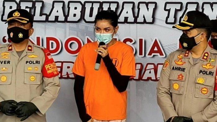 Millen Cyrus dalam rilis yang digelar di Polres Pelabuhan Tanjung Priok, Jakarta Utara, Senin (24/11/2020). Keponakan penyanyi Ashanty tersebut diamankan pihak kepolisian terkait kasus dugaan kepemilikan dan penyalahgunaan narkoba jenis sabu-sabu.