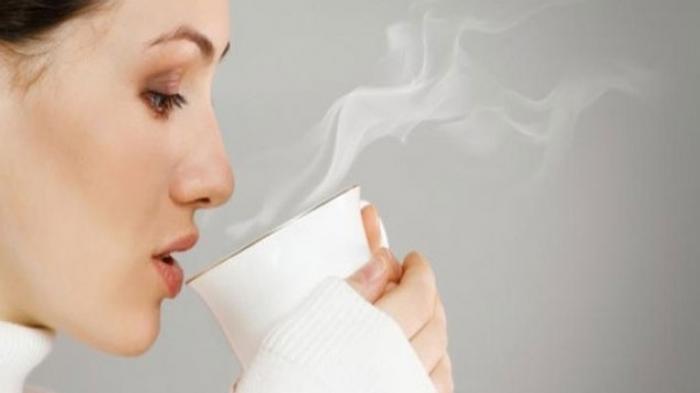 Rasakan Khasiat Minum Air Hangat Setiap Pagi Saat Perut Masih Kosong
