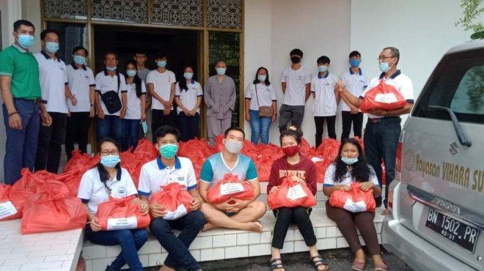 Sembahyang Rebut Dialihkan, MAHASI Bersama Vihara Sukhavati Pangkalpinang Berbagi Paket Sembako