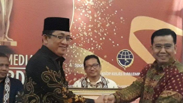 Kepala Kemenag Babel Dapat Penghargaan Tokoh Pembawa Perubahan