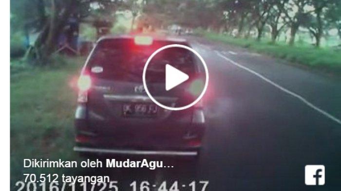 Bikin Heboh Netizen Video Mobil Tante-tante Pepet Sopir di Jalan