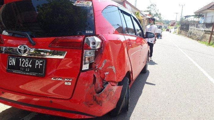 BREAKING NEWS, Mobil Honda CRV Tabrak Toyota Calya hingga Ringsek Saat Hantam Trotoar Semabung Baru