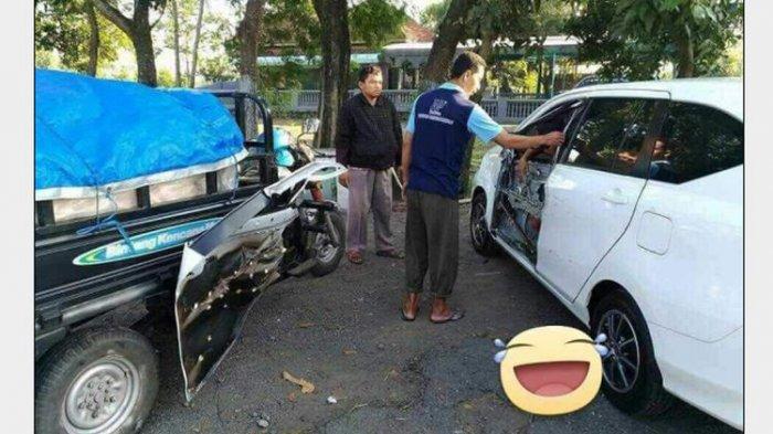 Eeee. Pintu Mobil Ngelupas Disenggol Motor Gerobak, Bikin Netizen Ketawa Pertanyakan Kualitasnya