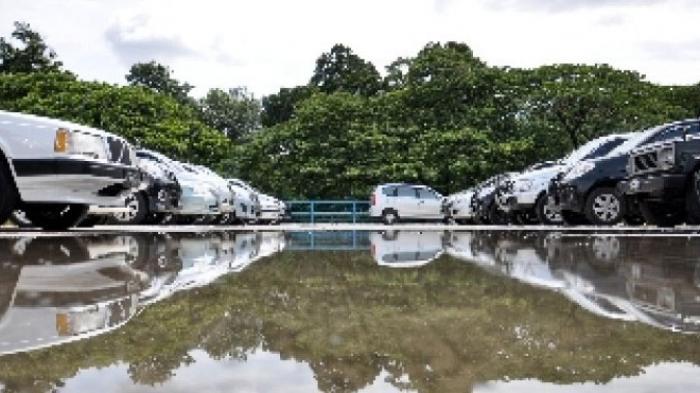 Tips Mengatasi Mesin Mobil yang Terkena Banjir Sebelum ke Bengkel