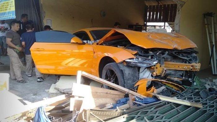 Kronologis Mobil Mewah Ford Mustang Tabrak Warung Bakmie di Sungailiat, Begini Kondisi Dua Penumpang