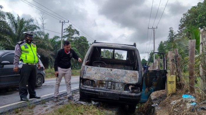 Sopir Langsung Kabur Tinggalkan Mobil Saat Api Berkobar, Diduga Ini Penyebab Kebakaran
