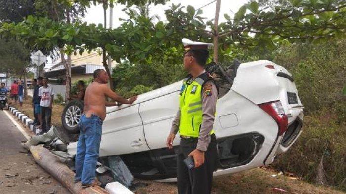Tabrakan di Jalan Arah Kantor Gubernur Bangka Belitung, 2 Mobil Terbalik, Begini Kondisi Penumpang