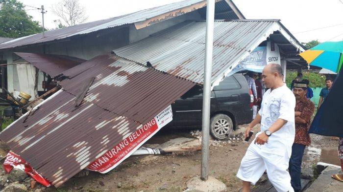 Gagal Nyalip,  Mobil yang Dikendarai Safan Tabrak Toko Warga