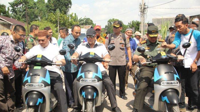 Dukung Perekonomian Pulau, Gubernur dan PLN Kenalkan Motor Listrik
