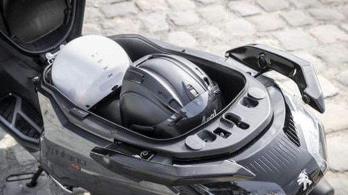 Inilah Pesaing Yamaha NMAX dan Honda PCX 150 Bagasinya Muat Dua Helm