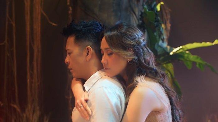 Adegan Mesra di Video Klip Mencari Cinta, Ariel Noah Blak-blakan Mengaku Baper dengan BCL