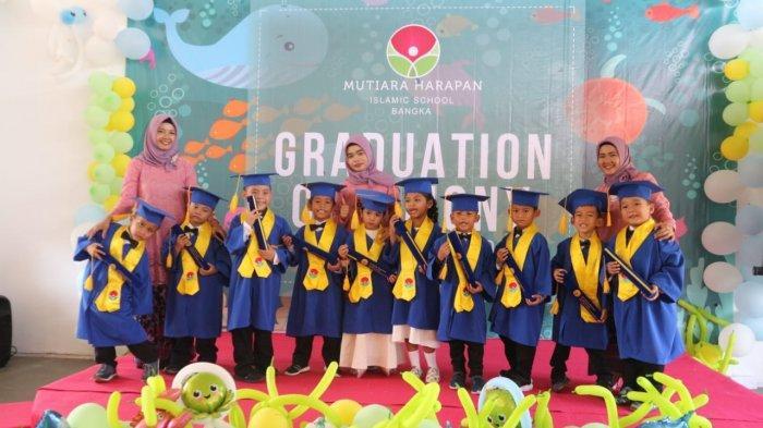 Mutiara Harapan Islamic School Bangka Gelar Wisuda Perdana