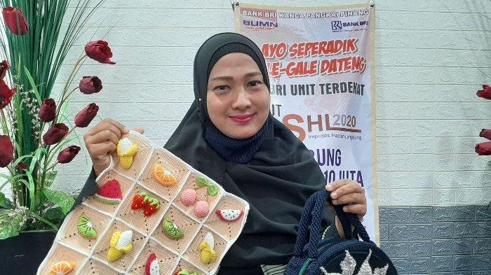 Berawal dari Hobi, Meri Yanti Tekuni Bisnis Kerajinan Rajut