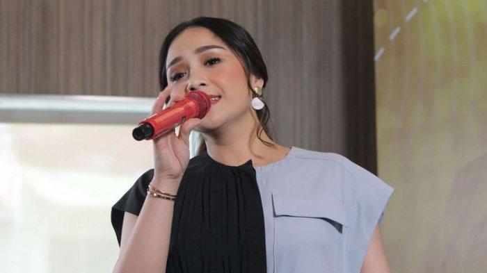 Fashion Nagita Slavina Bikin Geleng-geleng Kepala, Celana Training Begini Doang Harganya Rp9 Juta