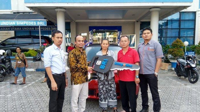 Menang Undian Simpedes BRI, Ira Susanti Bawa Pulang Suzuki Ignis