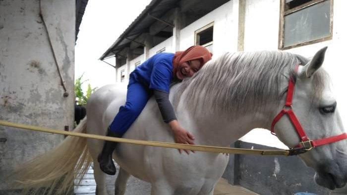 Dokter Hewan Nia Sari, Awalnya Takut  Binatang Kini Malah Jadi Sayang - nia3.jpg