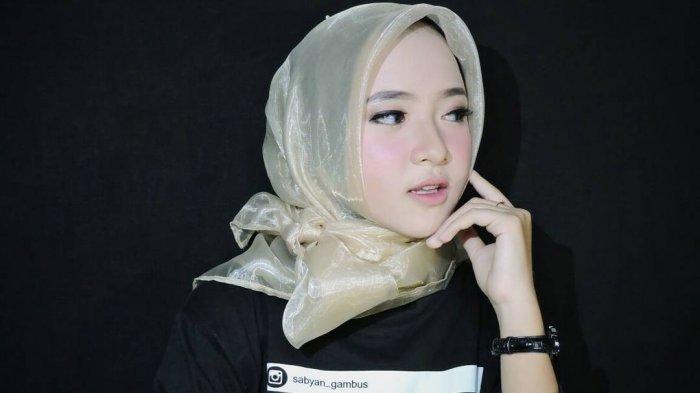 Nissa Sabyan Berfoto Bareng Azriel Hermansyah, Lalu Bilang Gini? Lihat Gayanya