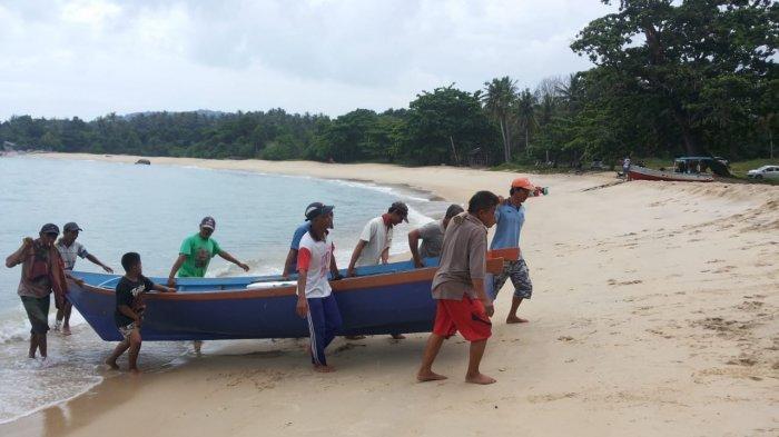 Nyambang, Tradisi Gotong-Royong Nelayan Pesisir yang Masih Lestari di Teluk Uber