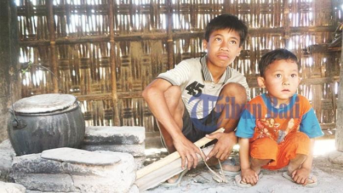Kisah Menyedihkan Tiga Bocah Yatim Ditinggal sang Ibu Kawin Lagi , Begini Perjuangnya untuk Makan