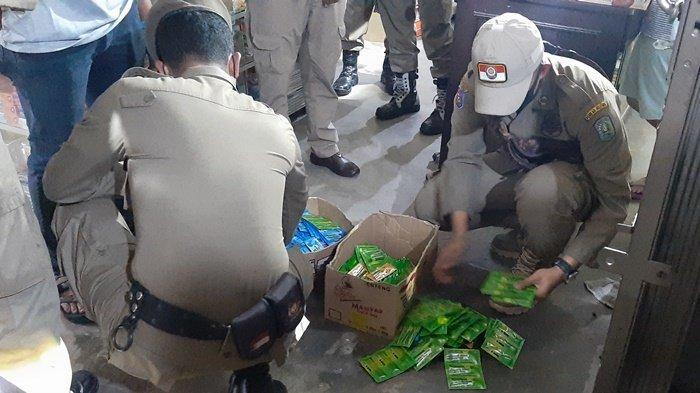 Satpol PP Belitung Temukan Ratusan Sachet Obat Batuk dan Belasan Lem Dijualbelikan di Toko Kelontong