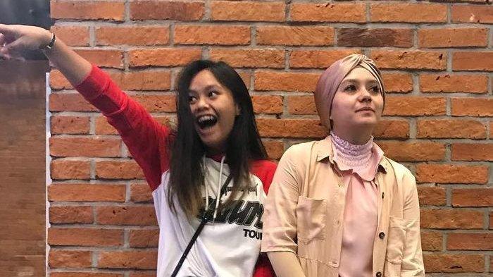 Gaya Anak Eko Patrio Nayla Ayu dan Sang Mama Kompak Pakai Kemeja Putih, Perhatikan Rok Merah