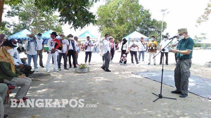 Bupati Bangka Tengah, Kapolres Bangka Tengah dan Club Pajero Indonesia One (PI-One) saat mengunjungi destinasi wisata Danau Kaolin, Desa Nibung, Kabupaten Bangka Tengah, Jum'at (12/3/2021).