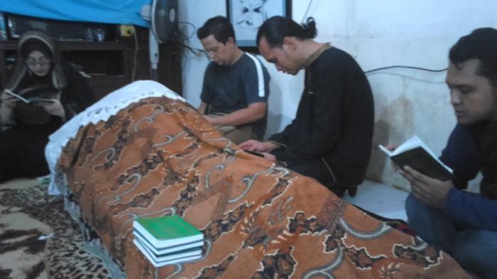 Keluarga Besar Unyil Lepas Kepergian Pak Raden