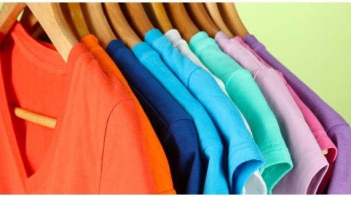 Pakaian Bisa Tetap Awet, Ini Cara Menggantung Baju dan Celana dengan Tepat