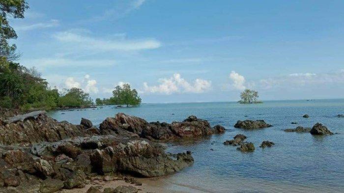 Destinasi wisata Desa Sungai Buluh Kecamatan Jebus Kabupaten Bangka Barat, Pantai Bembang