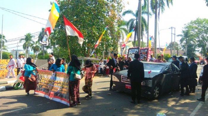 Hari Sudah Sore, Peserta Karnaval Nomor Urut 157 Belum Mulai Jalan