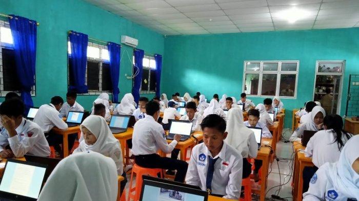 163 Siswa SMPN 3 Belinyu Ikut Ujian Penilaian Akhir Sekolah Secara Online