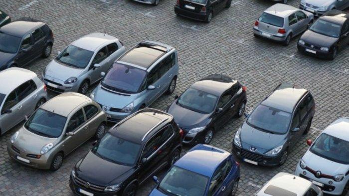 Tak Perlu Ribet, Begini Trik Mudah Parkir Mobil Paralel
