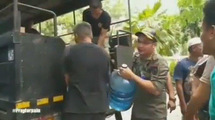 Gempa Palu - Pasha Ungu Gotong Jenazah Korban Gempa Palu, Videonya Beredar di Media Sosial