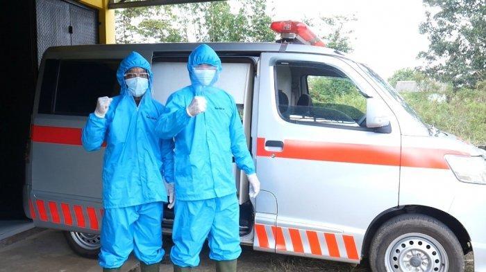 Personil Posko Covid-19 dan Rumah Karantina desa Mislak lengkap menggunakan peralatan Hazmat