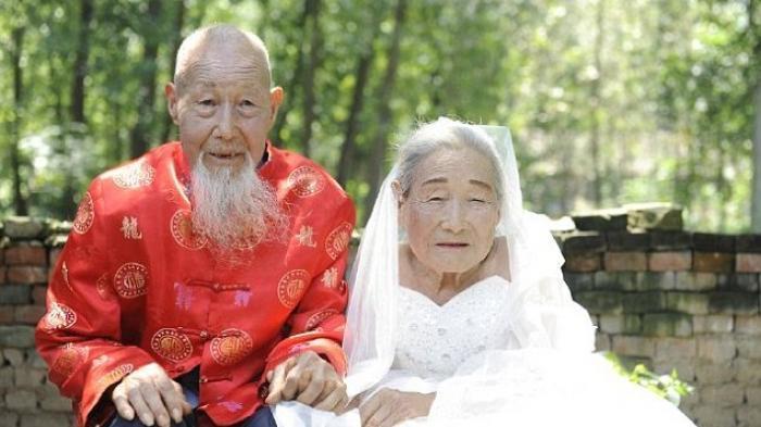 Bahagianya, Setelah Menikah 80 Tahun Akhirnya Pasangan Ini Baru Dapat Lakukan Foto Pernikahan