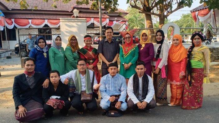 Bupati Markus Hadiri Pawai Budaya Meriahkan HUT ke-285 Kota Muntok
