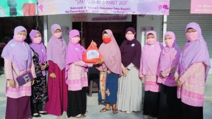 PD Salimah Pangkalpinang Bagikan 30 Paket Sembako, Milad ke-21 Sekaligus Jumat Berkah Nasional