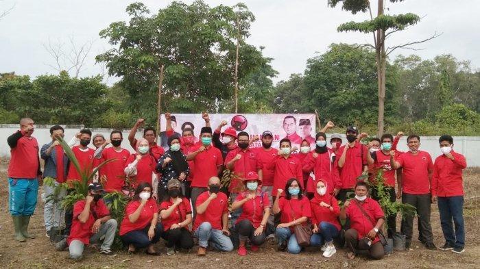 Jaga Kelestarian Alam, PDIP Bangka Selatan dan Rudi Center Gelar Aksi Tanam Seribu Pohon
