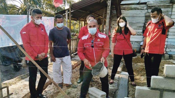 Rudi Center dan PDIP Bangka Barat Kembali Bantu Bedah Rumah Warga Tak Mampu - pdip27.jpg