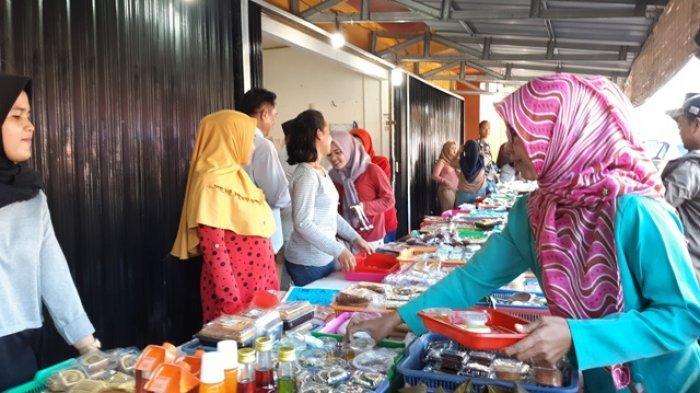 Cerita Rosdiana Pedagang Jajanan Buka Puasa, Cerewet ke Penitip Agar Kue yang Dijual Aman