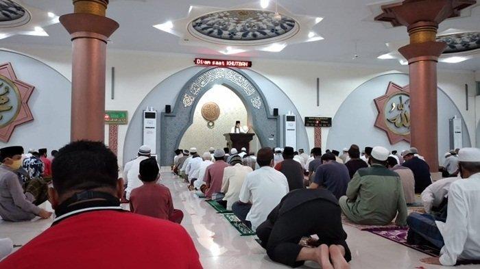 Pelaksanaan Salat Jumat di Masjid Agung Sungailiat Terapkan Protokol Kesehatan Penanganan Covid-19