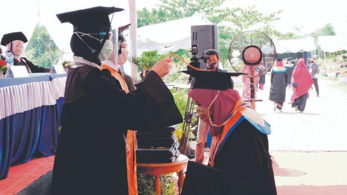 Wisuda 220 Mahasiswa Universitas Bangka Belitung, Rektor Harap Jadi Wajah UBB di Lapangan