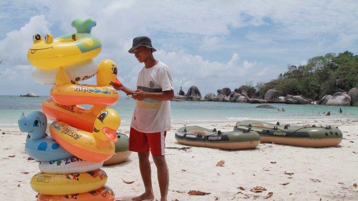 Bisnis Penyewaan Pelampung di Tanjung Tinggi, Ramainya Wisatawan Jadi Berkah Tersendiri