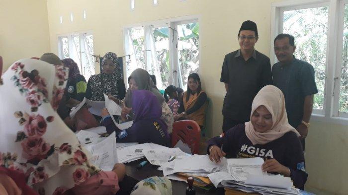 Bupati Markus Pantau Layanan Disdukcapil Kabupaten Bangka Barat di Desa Mayang