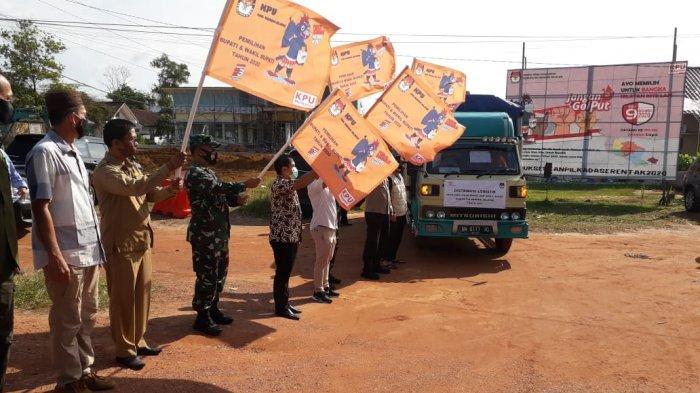 10 Truk Bawa Logistik Pilkada Bangka Selatan ke Enam Kecamatan - pelepasan-logistik-pilkada-kabupaten-bangka-selatan1.jpg