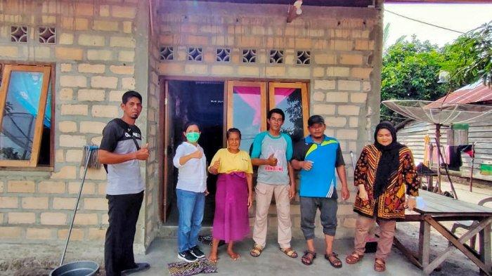 Rina Tarol Beli Beras Petani Bangka Selatan dan Dibagikan ke Masyarakat