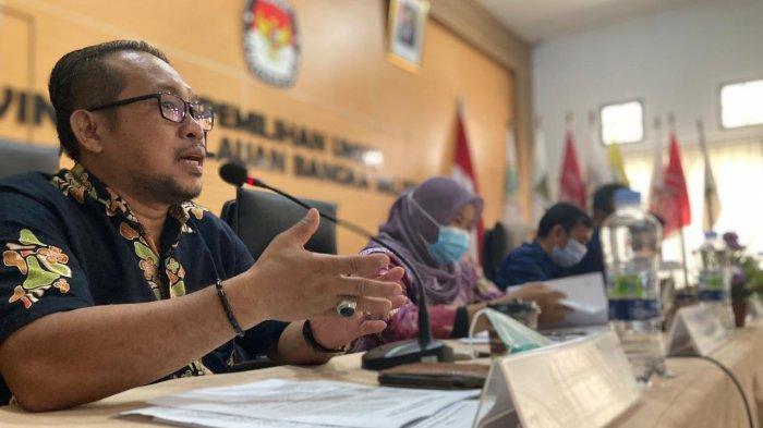 Komisioner KPU Provinsi Bangka Belitung memaparkan evaluasi pelaksanaan pilkada 2020 saat berlangsung ramah tamah dengan media dan evaluasi pelaksanaan Pilkada Serentak 2020 di Kantor KPU Provinsi, Selasa (23/3/2021) siang.