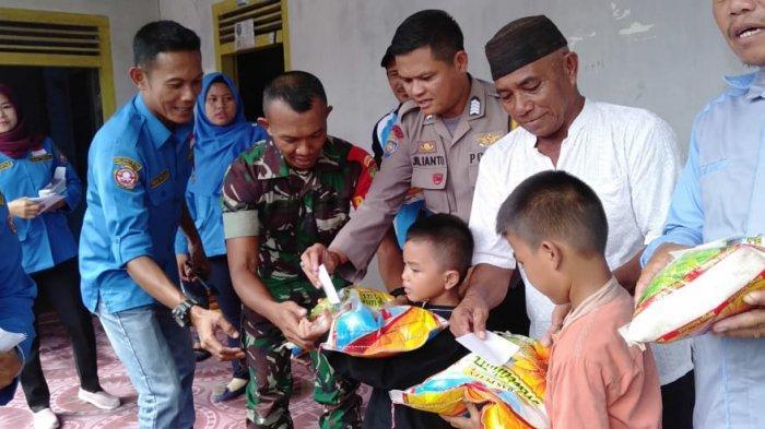50 Dhuafa dan Anak Yatim Menerima Sembako Temberan Tersenyum
