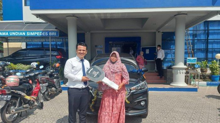 Menabung di Simpedes BRI Cabang Sungailiat, Zalnawati dapat Hadiah Satu Unit Mobil Ertiga